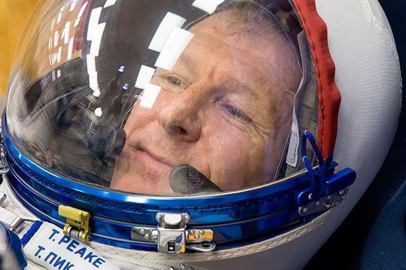 British astronaut fears Russians leave him in space. Putin interferes. Tim Peake