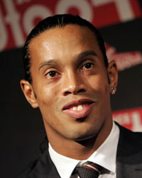 Doctors help Ronaldinho to recover from injury