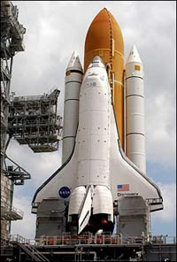NASA engineers sticking to scheduled launch for Discovery, despite wing concerns
