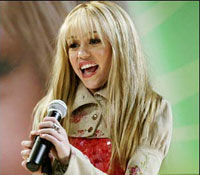 US man wins Hannah Montana contest as he hangs on to statue for 6 days