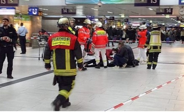Man with an axe attacks passengers on railway station in Dusseldorf. 59936.jpeg