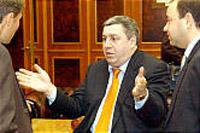 Moscow court upholds arrest warrant for billionaire