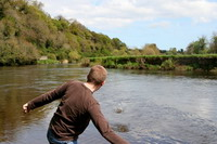 Man breaks world record for stone skipping