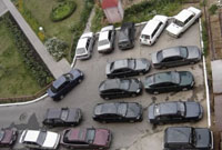Muscovites Wage Fierce Wars for Tiny Parking Lots