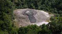 Mud volcano in Indonesia to be blocked with giant concrete balls