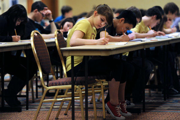 Thousands US pupils boycott English test. English test