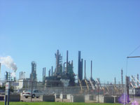 Refinery explosion causes no deaths