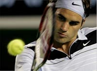 Roger Federer beats Andy Roddick in 3 sets at the U.S. Open