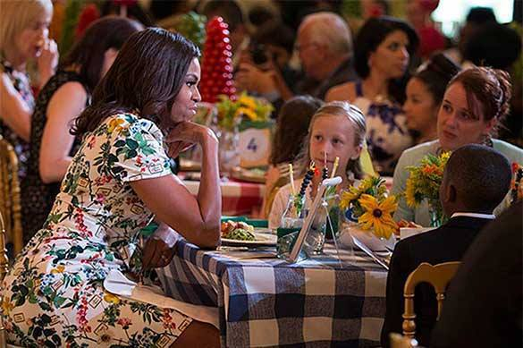 US government lunch program supported by Michelle Obama full of carcinogens. Michelle Obama's lunch program