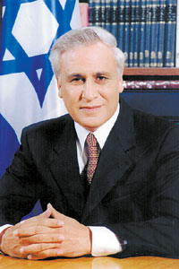 Israeli President Katsav resigns to avoid rape charges