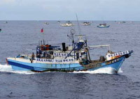 Traces of missing fisherman discovered, search goes on