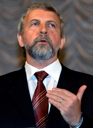 Alexander Milinkevich, Belarusian opposition leader, freed from jail