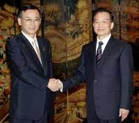 Chinese Premier urged his Japanese counterpart not to visit war shrine