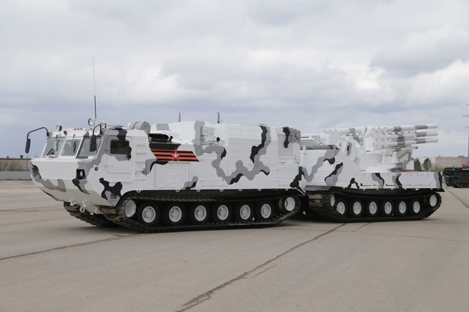 Russia s Arctic military hardware Russia has developed unique arms systems that can operation under the conditions of the north. One of them is self-propelled short-range anti-aircraft missile complex Pantsir SA. (All photos by Vadim Savitsky) russia_arctic