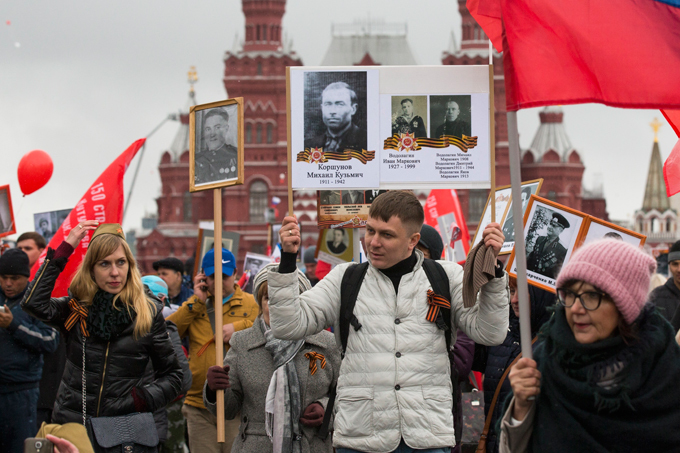 Immortal Regiment sets record in Russia The number of those who took part in the events exceeded 800,000. President Putin also took part in the march carrying a photo of his father. Those who served in WWII were honored by their relatives, who carried posters and participated in the Immortal Regiment march. About 400,000 people took part in the march in St. Petersburg. immortal_regiment