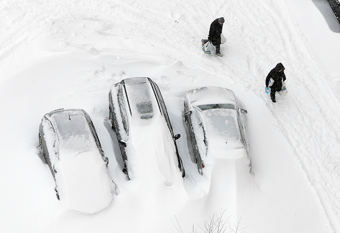 Russia and Ukraine step into Snow Age The city of Kiev has declared a state of emergency after the Ukrainian capital was paralyzed by an unprecedented snowstorm that has stalled car, railway and air traffic. snow