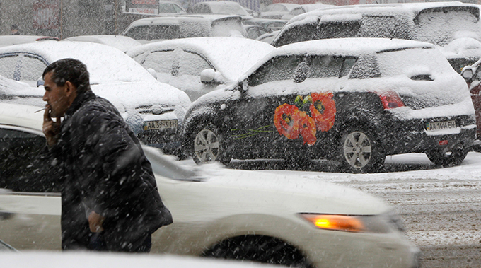 Russia and Ukraine step into Snow Age The city was hit by about 50 centimeters (20 inches) of snow in the past day, more than it usually receives per month during this season. snow