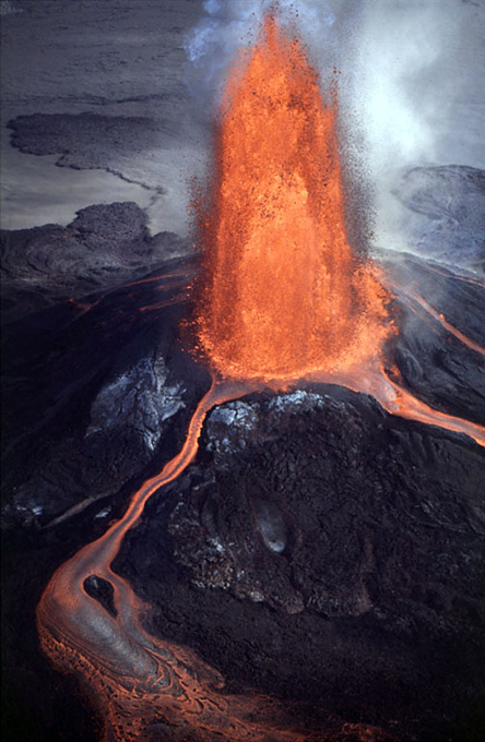 Kilauea: The youngest Hawaiian volcano Kīlauea is a currently active shield volcano in the Hawaiian Islands, and the most active of the five volcanoes that together form the island of Hawaiʻi kilauea