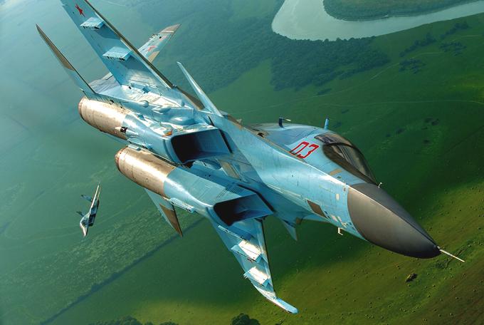 Russia s most lethal weapons named Первое место занимает реактивный многоцелевой истребитель  Су-35 . Самолет представляет собой модернизированную версию советского  Су-27 , крайне быстр, может подниматься на большие высоты и имеет огромную боевую нагрузку. Одно из главных достоинств российского истребителя заключается в сочетании расширенных возможностей перехвата высотных целей с молниеносной скоростью и уникальным двигателем с повышенной тягой. russia_most_lethal_weapon