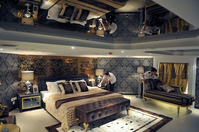 China has second aircraft carrier as luxury hotel There s two presidential rooms stocked with ice-cold champagne, a king-sized bed and big screen TV, Gizmodo says with reference to Xinhua All photos: DWP /WENN /All Over Press aircraft_carrier_hotel