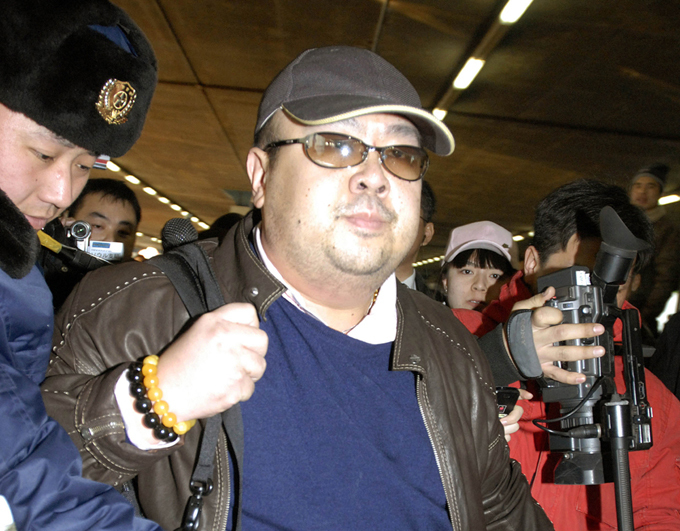 Who killed Kim Jong-un s half-brother? Kim Jong-un s half-brother was killed in Malaysia, Korean media outlets report. Reportedly, Kim Jong-nam was killed by a female spy kim_brother