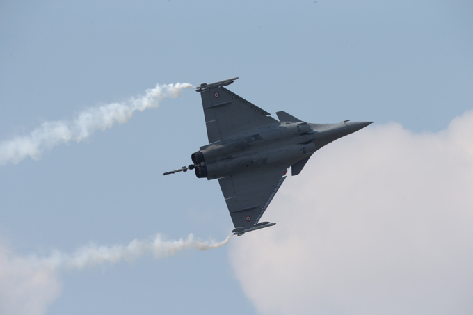 Rafale in action The Dassault Rafale is a French twin-engine delta-wing fighter aircraft designed and built by Dassault Aviation. Dassault described the Rafale as being an omnirole fighter with semi-stealth capabilities rafale
