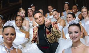 Robbie Williams sings for wealthy Russians at St. Petersburg International Economic Forum