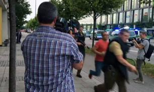 Terrorists open fire at Munich shopping mall. At least 6 killed. Video