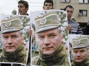 Serbia's tough choice: EU or Mladic, the hero