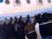 Passengers push frozen plane to fly in Siberia