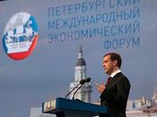Russia sells gas and buys Mistrals at St. Petersburg forum