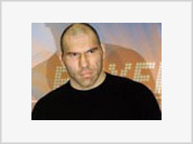 World's biggest boxer Nikolai Valuev to become a movie star with Robert De Niro's help