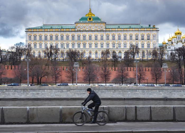 Putin considers recognising People's Republics of Donetsk and Luhansk