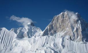 Pakistani army rescues Russian climber stuck for week on snowy mountain