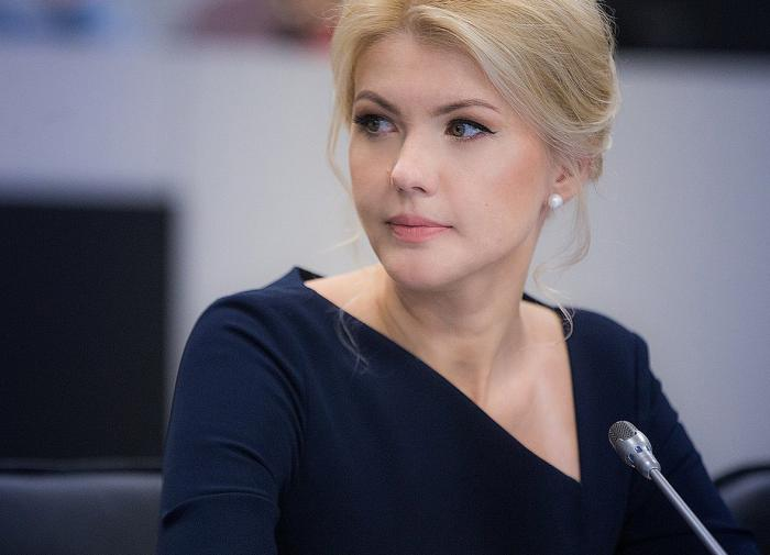 Russian woman official caught in corruption escapes to Ukraine