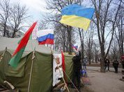 Ukraine's pro-Russian east stands firm, throwing eggs at officials