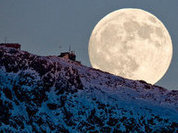 Moon can leave Earth's orbit to become independent planet