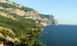 Cape Chameleon collapses into the sea in Crimea. Video