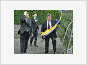 Ukraine's Yanukovych Covered with Wreath during His Meeting with Medvedev