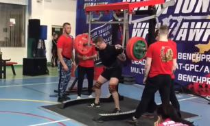 Weightlifter breaks his legs while squatting down under 250 kilos