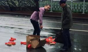 Box of dildos stops traffic in downtown Moscow. Video