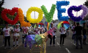 Gays and lesbians will be allowed to hold hands at 2018 World Cup in Russia