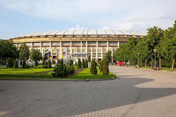 Metallica's Robert Trujillo sings iconic Russian rock anthem in Moscow