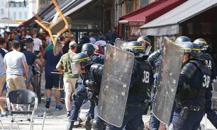 Russian football fans in France fight for their rights in hot bus