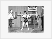 Ukrainian teen girls easily lift 100-kilo barbells