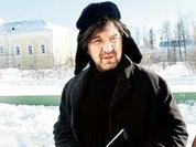Rock musician Yuri Shevchuk prepares a gift for the Russian Patriarch
