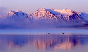 Excursion Robinson helicopter crashes into Siberian lake