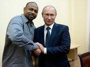 Roy Jones serves Moscow Police