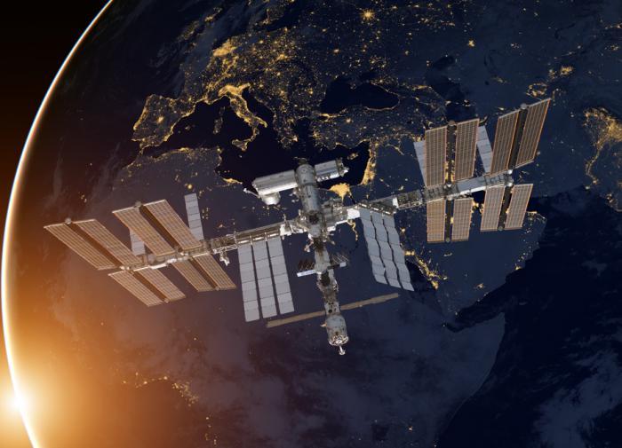 Russian cosmonaut films five UFOs while watching aurora over Antarctica
