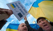 Ukraine tears off and tramples EU flags. Video